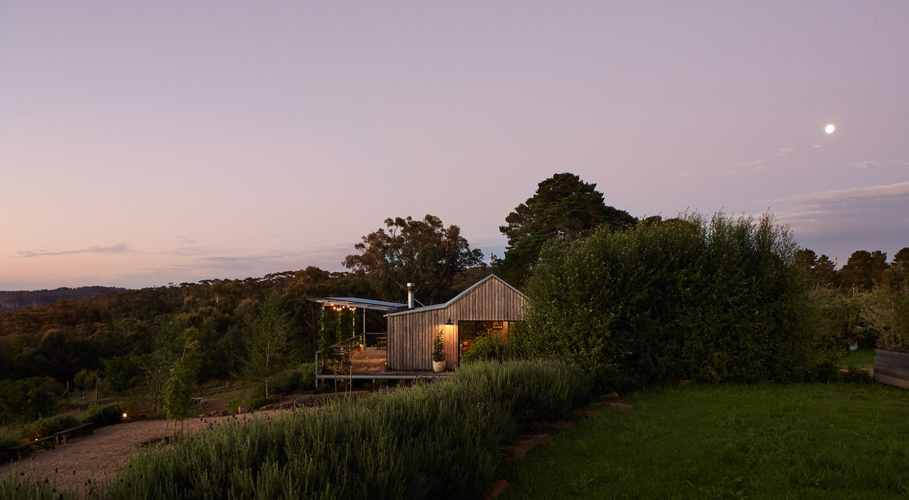 blue-mountains-cabin-accommodation-machinery-shed-view-moon-larger | Logan Brae Retreats
